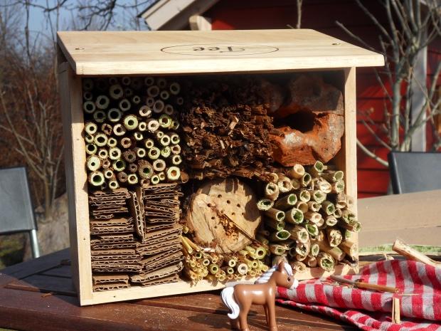 das insektenhotel laubenpieper dasein. Black Bedroom Furniture Sets. Home Design Ideas
